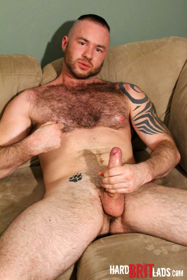 Hard-Brit-Lads-Justin-King-Young-Hairy-Muscle-Bear-Big-Uncut-Cock-Amateur-Gay-Porn-15 Amateur Young Hairy Muscle British Lad Jerks His Big Uncut Cock