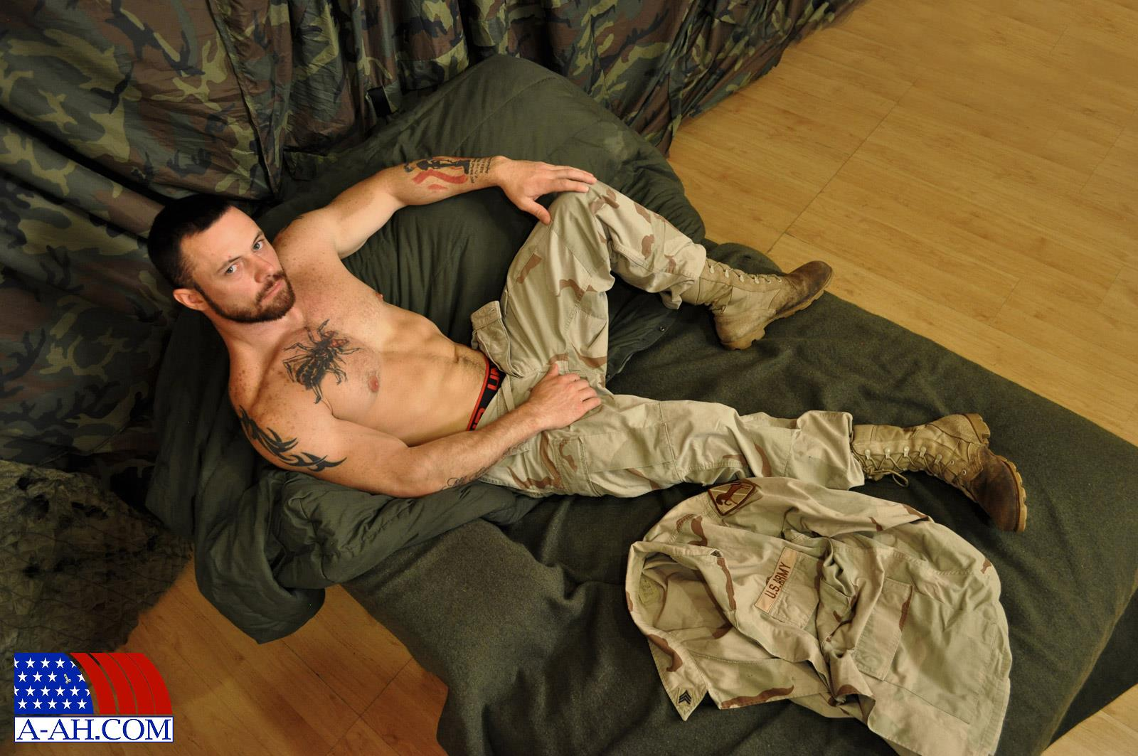 All-American-Heroes-Sergeant-Miles-Army-Guy-Jerking-Off-Big-Cock-And-Fingering-Ass-Amateur-Gay-Porn-02.jpg