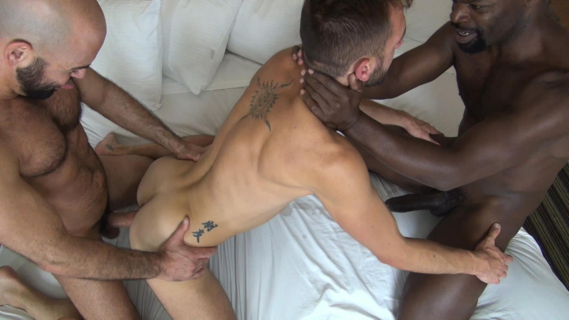 Interracial Beefy Bfs Fucking By The Pool